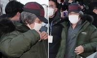Tội phạm ấu dâm Cho Doo Soon ra tù: Người dân Hàn Quốc vây kín đập phá, biểu tình