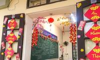 Teen Ninh Bình trang hoàng lớp học đón Tết: Lì xì, câu đối đỏ, bánh chưng xanh đều có đủ!