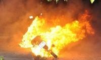 Vi phạm giao thông, nam thanh niên đốt xe máy trước mặt CSGT