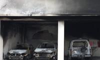 Xe ô tô bị người quá khích đốt cháy rụi trong trụ sở Sở kế hoạch đầu tư.