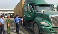 Theo chân CSGT kiểm tra ma tuý tài xế xe container