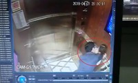 Người đàn ông sàm sỡ bé gái trong thang máy.