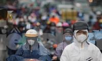 Cửa ngõ Sài Gòn kẹt cứng trong cơn mưa sáng đầu tuần
