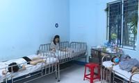 Các bé bị ngộ độc đang được điều trị tại Bệnh viện Nhi đồng 1.