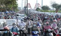 Cửa ngõ Sài Gòn kẹt xe kinh hoàng ngày làm việc đầu năm 2021