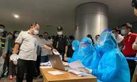 Xuyên đêm lấy mẫu xét nghiệm COVID-19 cho 1.000 nhân viên sân bay Tân Sơn Nhất