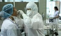 Cận cảnh quy trình lẫy mẫu xét nghiệm COVID-19 cho bác sĩ cấp cứu