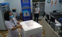 Lô vắc xin COVID-19 đầu tiên đến Bệnh viện Bệnh Nhiệt đới TPHCM.