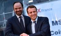 Ông Macron bắt tay Philippe vào năm 2016 khi ông này còn là Thị trưởng thành phố Le Havre. Ảnh: AFP