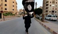 Phần tử khủng bố IS. Ảnh: Reuters