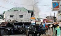 Quân đội Philippines tuần tra tại thành phố Marawi. Ảnh: Reuters