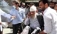 Một người đàn ông bị thương trong vụ đánh bom sáng 31/5 tại Afghanistan. Ảnh: Pajhwok Afghan News