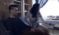 Bạn gái Phan Hải có nhất thiết phải ăn mặc hở hang?