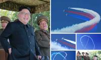 Chủ tịch Kim Jong-un hào hứng xem máy bay thi đấu. Ảnh: Rodong Sinmun