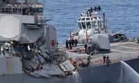 Tàu USS Fitzgerald hư hỏng nặng sau khi va chạm với tàu ACX Crystal. ẢNh: Reuters