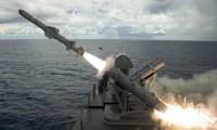 Tên lửa Harpoon được bắn đi từ tàu USS Coronado hôm qua, 22/8. Ảnh: Hải quân Mỹ