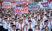 Các sinh viên Triều Tiên tham gia mít tinh tại quảng trường Kim Il-Sung ở thủ đô Bình Nhưỡng hôm 23/9 nhằm tán dương lời tố cáo Mỹ của lãnh tụ Kim Jong-un. Ảnh: Yonhap