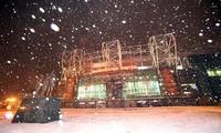 Sân Old Trafford đang hứng chịu đợt tuyết rơi dày