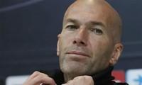 HLV Zinedine Zidane cần có phương án cân bằng giữa các tuyến. Ảnh: Reuters