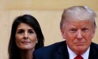 Đại sứ Mỹ tại LHQ Nikky Haley (trái) và Tổng thống Mỹ Donald Trump (phải). Ảnh: RT