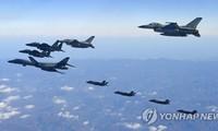 Chiến đấu cơ Mỹ - Hàn Quốc bay trên bầu trời bán đảo Triều Tiên trong cuộc tập trận chung hôm 6/12/2017. Ảnh: Yonhap