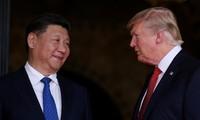Chủ tịch Trung Quốc Tập Cận Bình (trái) và Tổng thống Mỹ Donald Trump trong cuộc gặp tại Mỹ hồi tháng 4/2016. Ảnh: Reuters