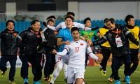 Khoảnh khắc ăn mừng của Văn Thanh sau cú sút luân lưu cuối cùng, mang về chiến thắng cho đội tuyển Việt Nam. Ảnh: AFC