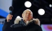 Ông Putin phát biểu trong cuộc mít tinh kỷ niệm 4 năm ngày Crimea sáp nhập Nga tại Quảng trường Manezgnaya ở Moscow. Ảnh: AFP