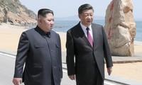 Chủ tịch Triều Tiên Kim Jong-un và Chủ tịch Trung Quốc Tập Cận Bình gặp nhau tại Đại Liên (Trung Quốc) hồi đầu tháng 5. Ảnh: KCNA