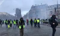 Pháp: Paris hỗn loạn vì biểu tình phản đối tăng giá nhiên liệu
