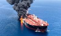 Một trong hai tàu chở dầu bị tấn công trên Vịnh Oman sáng 13/6. Ảnh: Reuters