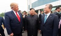 Lãnh đạo Mỹ - Hàn Quốc - Triều Tiên trong cuộc gặp gần đây nhất tại Bàn Môn Điếm. Ảnh: Nhà Trắng