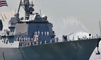 Khu trục hạm USS Nitze. Ảnh: Reuters