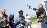 Ông Jean Marie Ralph Fethiere nã súng ngay khi bước xuống xe. Ảnh: Reuters