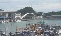 Hiện trường vụ sập cầu nhìn từ xa. Ảnh: Taiwan News