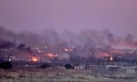 Các thị trấn biên giới Syria chìm trong khói lửa sau khi bị quân đội Thổ Nhĩ Kỳ tấn công. Ảnh: Aljazeera