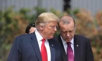 Tổng thống Mỹ Donald Trump và Tổng thống Thổ Nhĩ Kỳ Recep Tayyip Erdogan. Ảnh: Politico