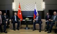 Tổng thống Nga Putin và Tổng thống Thổ Nhĩ Kỳ Erdogan (giữa). Ảnh: Reuters