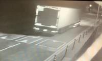 Hình ảnh chiếc container chở 39 người nhập cư được ghi lại bởi camera an ninh. Ảnh: Sky News