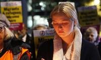Người Anh thắp nến tưởng niệm 39 người nhập cư bỏ mạng trên container