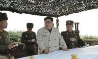 Ông Kim Jong-un đi kiểm tra đơn vị trên đảo Changrin. Ảnh: KCNA