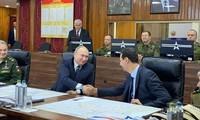 Tổng thống Putin bắt tay Tổng thống Assad trong cuộc gặp ngày 7/1. Ảnh: RT
