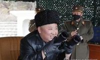 Chủ tịch Triều Tiên Kim Jong-un giám sát vụ phóng thử sáng 2/3. Ảnh: Yonhap