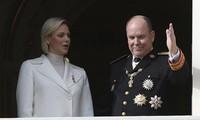 Hoàng tử Albert II và phu nhân. Ảnh: AP