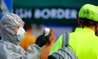Nhân viên kiểm dịch ở biên giới Đức. Ảnh: Reuters