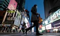 Quảng trường Thời đại (New York, Mỹ) vắng người qua lại. Ảnh: Reuters