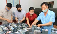 Công nhân Triều Tiên gấp rút in truyền đơn. Ảnh: Rodong Sinmun
