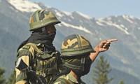 Binh sĩ Ấn Độ canh gác ở biên giới. Ảnh: Reuters