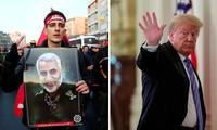 Tổng thống Mỹ Donald Trump (phải) và hình ảnh từ tang lễ Tướng Soleimani (trái). Ảnh: Reuters