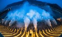Đập Tam Hiệp xả nước. Ảnh: Global Times